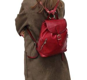 Mochila Piel pequeña Italiana Mujer outfit chica rojo