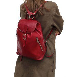 Mochila piel grande italiana rojo outfit chica