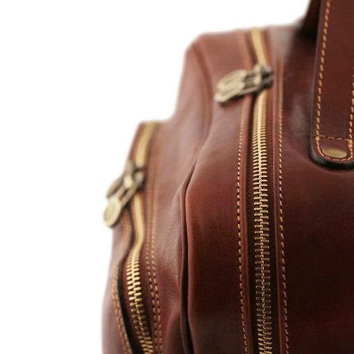 mochila de cuero marron cremallera