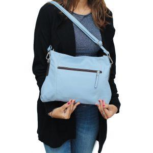 bolso bandolera de diseño italiano azul outfit chica