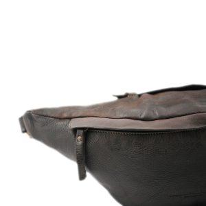 riñoneras en piel color marrón cierre cremallera
