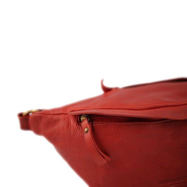 riñoneras en piel color rojo cierre cremallera