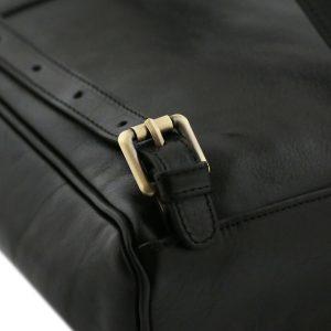 mochila de cuero negro correa