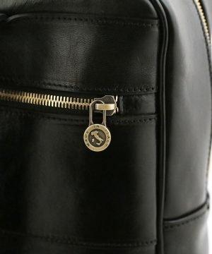 mochila de cuero negro cremallera