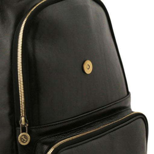 mochila en cuero negro cierre