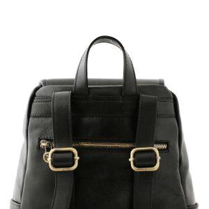 mochila en cuero negro correas