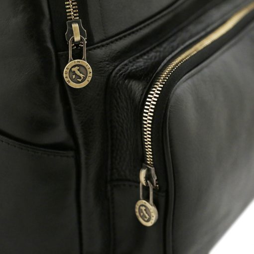 mochila en cuero negro cremallera