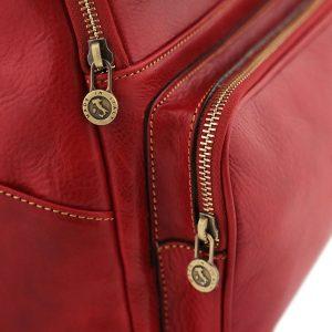 mochila en cuero rojo cierre