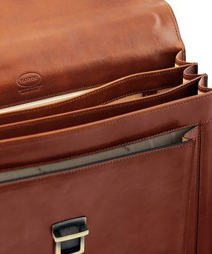 Compartimentos maletín de cuero